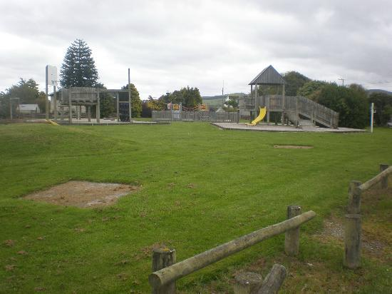 Catlins Retreat Guest House: local play ground