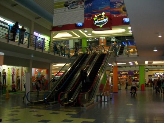 Albrook Mall: Escaleras, zona central