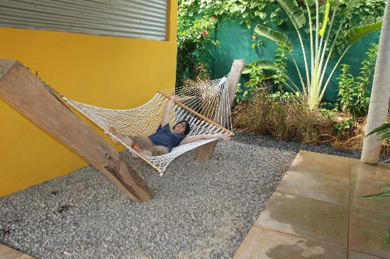 Pagua Bay House Oceanfront Cabanas: relaxint in the hammock