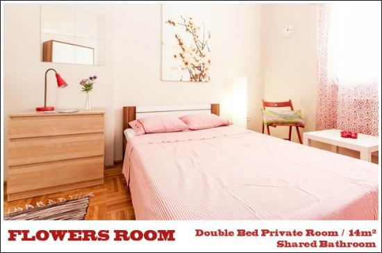 Trendy Budapest B&B Hostel - Flowers Room in Budapest Old-Town next to Chain Bridge
