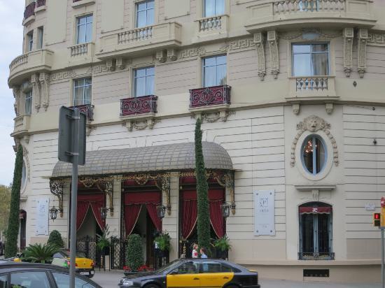 El Palace Hotel: Вход в отель