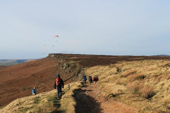 Stanage Edge: hand gliders