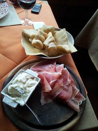 Antica Osteria di Montecarelli : тосканский хамон с плавленным сыром и хлебушком