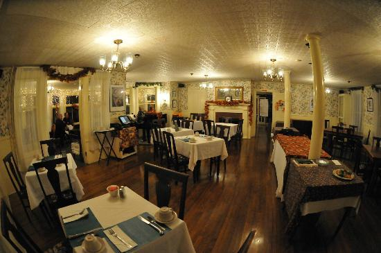 The Village Inn Bed and Breakfast : Main dining room