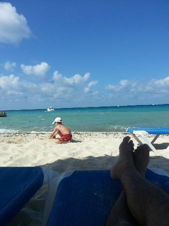 Allegro Cozumel: Chillin on the beach