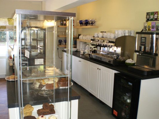 The Courtyard Restaurant Cafe: The Courtyard serves light refreshments all day, including speciality teas and coffees