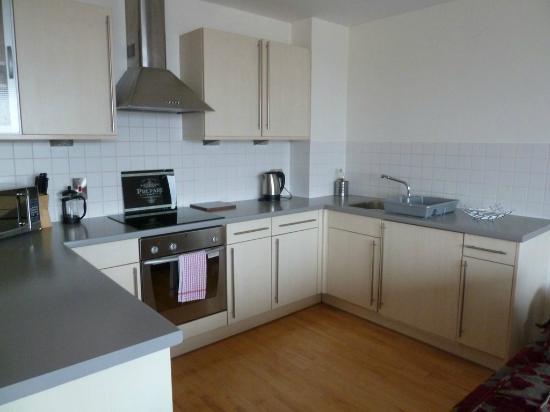 Cranbrook House Serviced Apartments : Kitchen