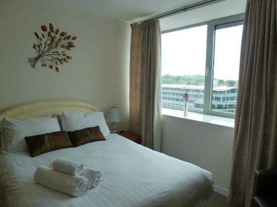 Cranbrook House Serviced Apartments : Bedroom