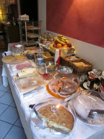 Albergo Duomo: colazione con torte fatte in casa