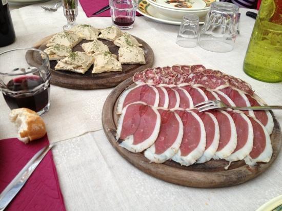 Cascina Madonnina: Antipasto: speck e salame d'oca con tartine di paté d'oca