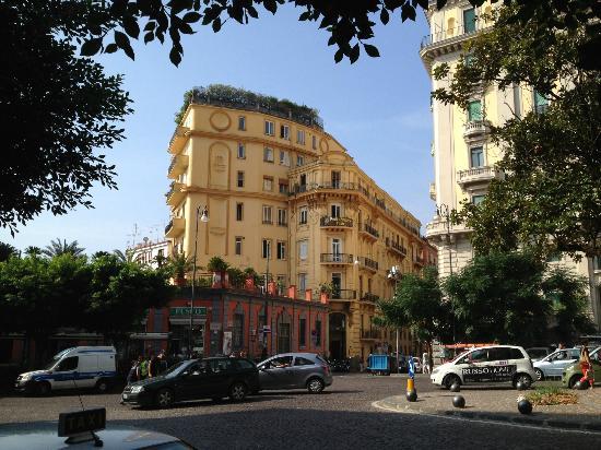 Hotel Pinto-Storey Exterior