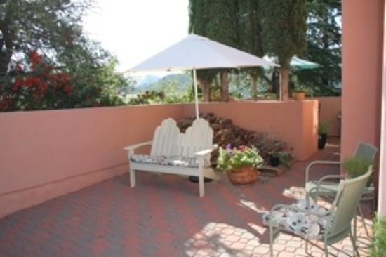 Crystal in Sedona - Private Organic Spa: Another outdoor waiting area to relax.