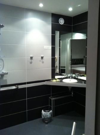 Hotel Grillon : chambre 1 - salle de bain