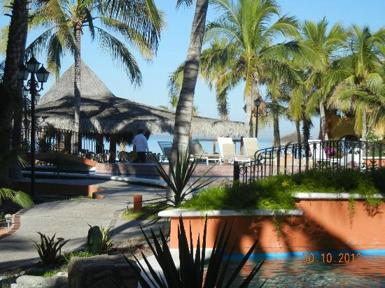 Grand Plaza La Paz : Vista junto a la piscina