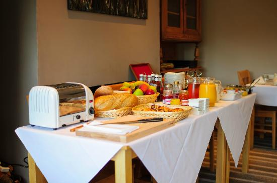 Ravenstone Lodge Hotel: Breakfast bar