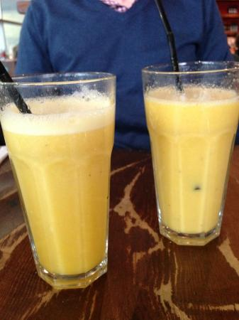 Del'Aziz - Swiss Cottage: Fruit smoothies at Del' Aziz