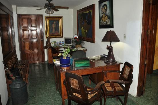 Hostal Real Bolonia: Recepcion