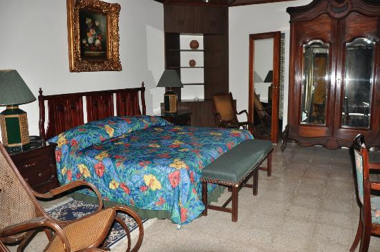 Hostal Real Bolonia : Habitacion suite doble