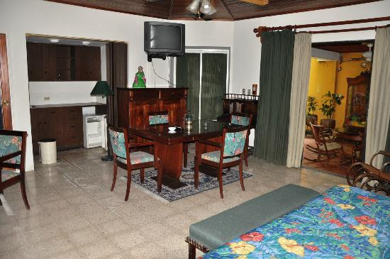 Hostal Real Bolonia : Habitacion suite - mesa de trabajo