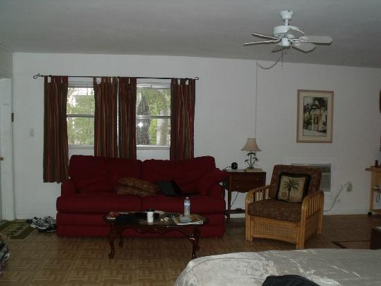 Sunshine Island Inn: living area