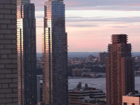 Wyndham New Yorker Hotel: Hudson River at sunset