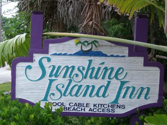 Sunshine Island Inn: Their sign