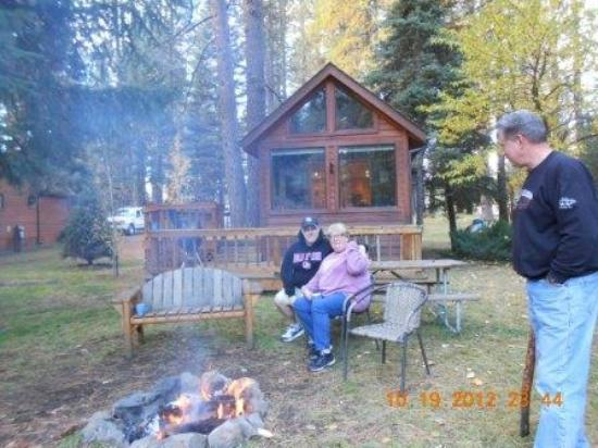 Cold Springs Resort and RV Park: Family at Cold Springs Resort