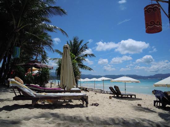 Pinjalo Resort Villas: Strandliegen vom Calypso (bewacht)