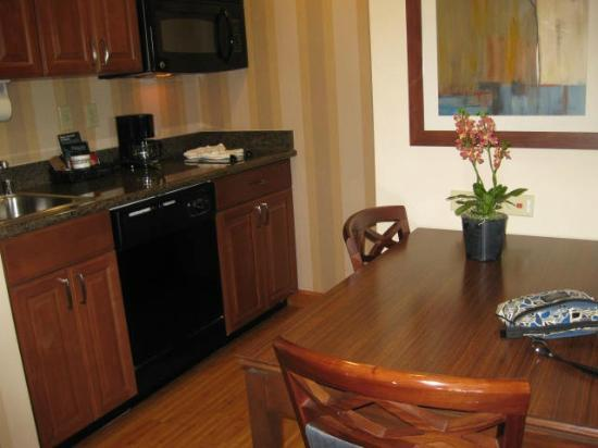 Homewood Suites by Hilton Phoenix North - Happy Valley : Kitchen and Dining Area with full size refrigerator