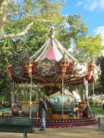 Parc Monceau: carrosel