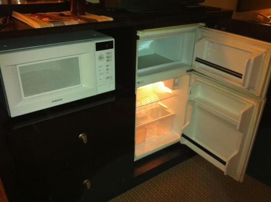 Quality Inn & Suites: microwave & fridge