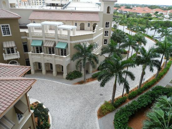 The Westin Cape Coral Resort At Marina Village: View of courtyard