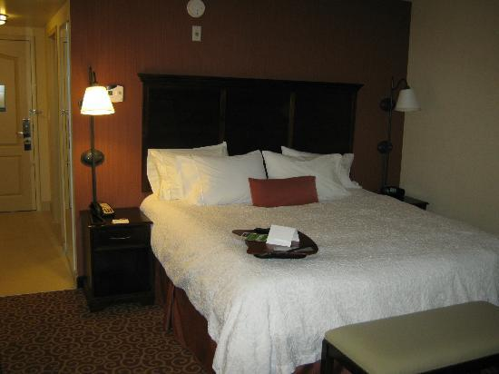 Hampton Inn by Hilton North Bay : bed