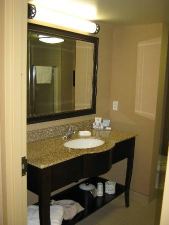 Hampton Inn by Hilton North Bay : bathroom sink
