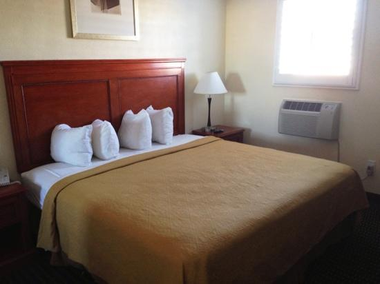 Ramada Tempe Near ASU : bedroom in suite, comfortable bed