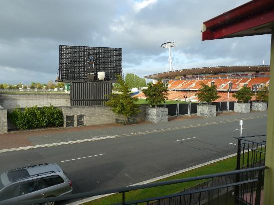 Park View Motor Lodge: Proximity to Waikato Stadium