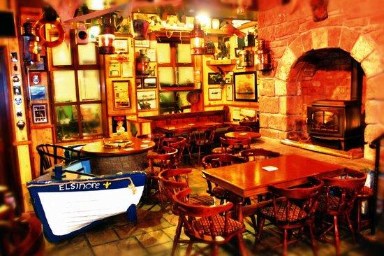 Harrys Bar & Gastro Pub: Back Bar