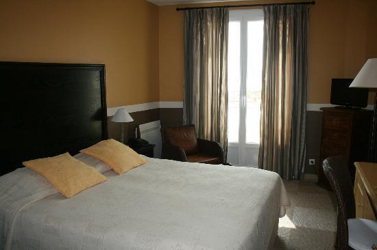 Matisse Hotel : Номер с двумя комнатами