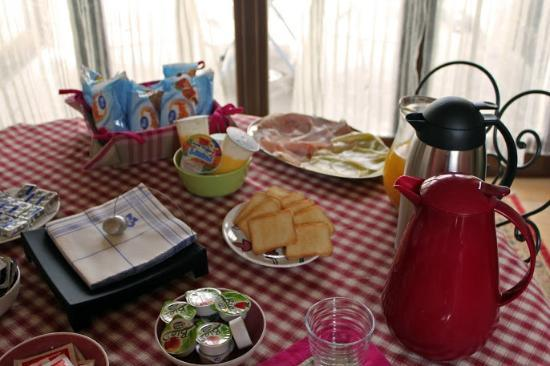 Bombyx Bed & Breakfast: Breakfast!