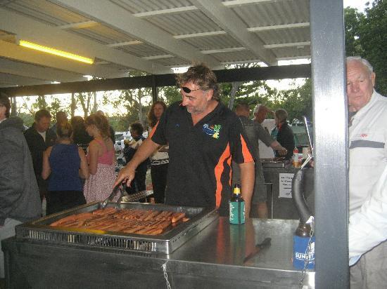 Seabreeze Tourist Park Airlie Beach: Sausage sizzle