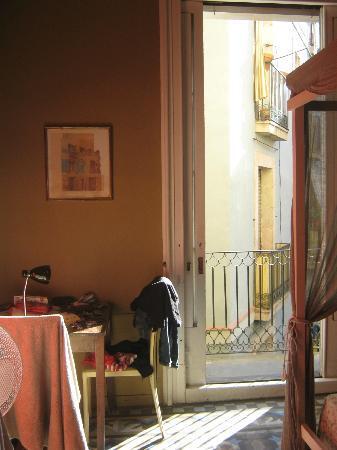 Guesthouse Barcelona Gotic: scorcio con balcone