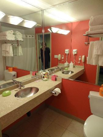 Inn at Northrup Station: bathroom