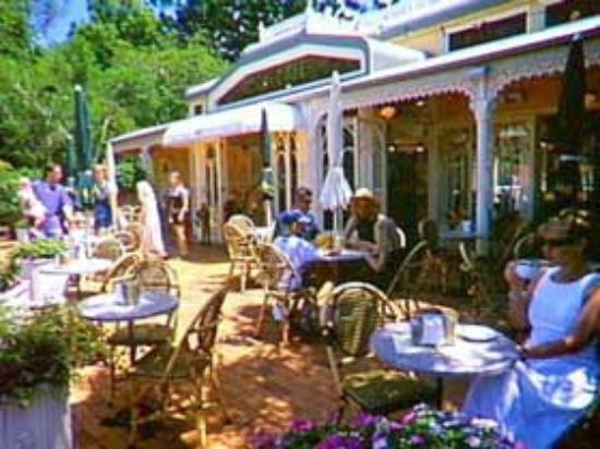 Sun-air Bus Service: Sun-air visits Montville with  many galleries, gift, craft and specialty shops