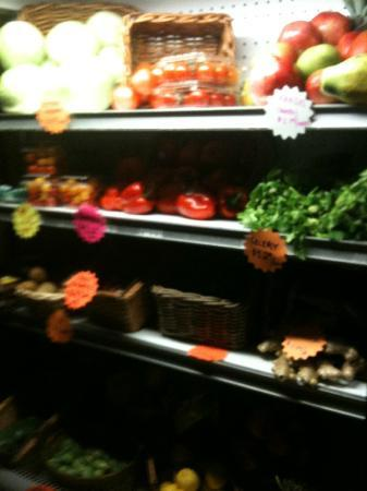 Brewster's Fine Foods: Fresh organic produce