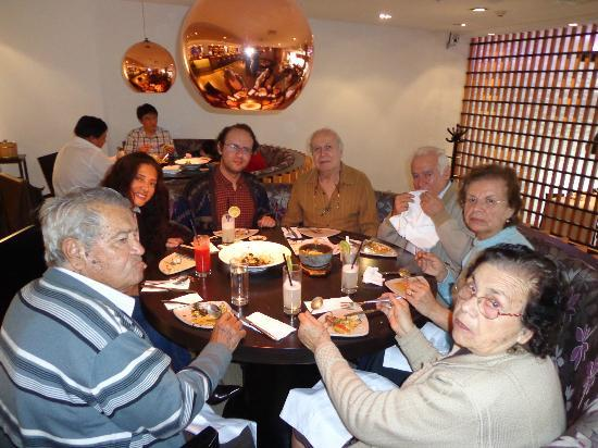 Ache: The family tasting japanese food for the first time. they loved it!