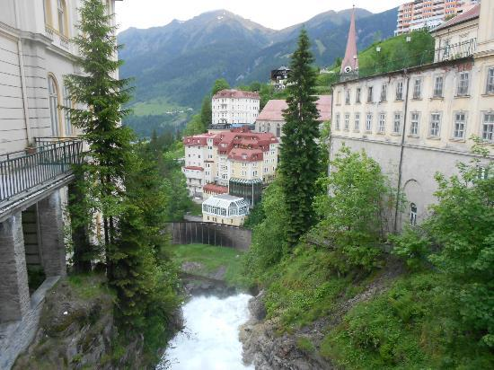 Mondi-Holiday Bellevue: Town of Bad Gastein' exterior of resort on left