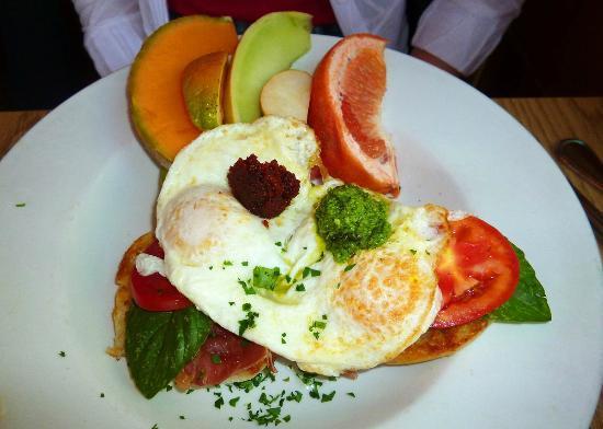 Cafe Aroma : Pesto Benedict