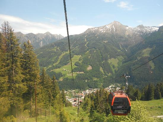 Mondi-Holiday Bellevue: Taking gondola up Stubnerkogel