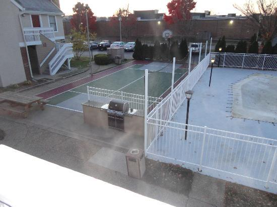 Basketball Court Bbq And Pool Picture Of Residence Inn Louisville East Louisville Tripadvisor