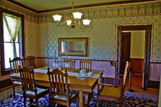 Hughes Historic House: The formal dining room at the Hughes House